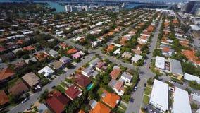 Vecindad residencial aérea Miami Beach metrajes
