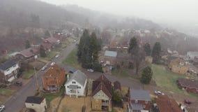 Vecindad residencial del invierno Nevado de la opinión de la correa aérea del moho almacen de metraje de vídeo