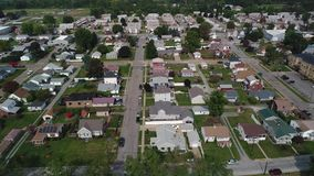 Vecindad típica de establecimiento aérea de Pennsylvania del tiro del alto ángulo metrajes