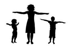 Vect della siluetta di addestramento di sport dei bambini e della madre Immagini Stock Libere da Diritti