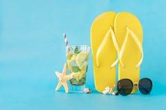 vecteur coloré d'été d'illustration de fond Fond de bleu d'accessoires de plage Photographie stock libre de droits