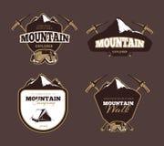 Vecteur d'exploration de montagne le rétro symbolise, des labels, insignes, logos réglés illustration libre de droits