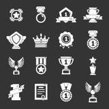 Vecteur gris réglé par icônes de tasses de médailles de récompenses Photos stock