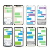 Vecteur réglé de transmission de messages mobile d'écran Bulles de Bot de causerie Messager mobile Interface d'APP téléphone noir illustration de vecteur
