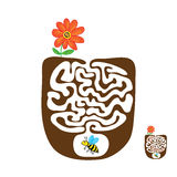 Vector лабиринт, лабиринт с пчелой летания и цветок Стоковое Изображение RF