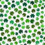 Vector безшовная картина с зеленым shamrock, символ st Patri Иллюстрация штока