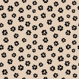 Vector безшовная картина с следами ноги лапки пакостной собаки или волка Стоковое фото RF