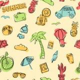 Vector безшовная картина элементов лета, как велосипед, автомобиль, стекла, камера, купальник, ананас, багаж, кактус стоковые изображения rf