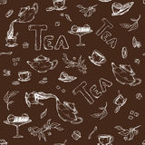 Vector безшовный эскиз картины против темной предпосылки деталей для церемонии чая Чайник и чашки, конфета, лимон дальше Стоковые Фотографии RF