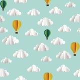 Vector бумажная безшовная картина с облаками и горячими воздушными шарами Стоковая Фотография RF