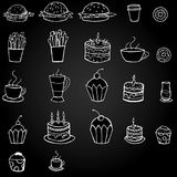 Vector еда и еда нарисованные рукой на черной предпосылке стоковое изображение