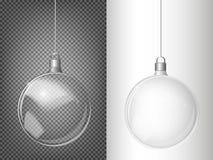 Vector ель рождества и реалистический прозрачный серебряный шарик рождества на светлой абстрактной предпосылке Стоковая Фотография