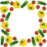 Vector изолированная рамка круга свежих красных томатов, огурцов и желтых болгарских перцев Стоковые Изображения RF