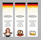 Vector иллюстрация официантки, кружек пива, сосиски Для знамени, буклета или рогульки Шаблон дизайна Oktoberfest Стоковые Изображения