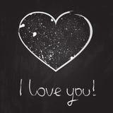 Vector иллюстрация сердца мела на предпосылке классн классного с текстом нарисованным рукой я тебя люблю. Иллюстрация штока