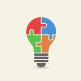 Vector концепция творческой сыгранности с головоломкой электрической лампочки Стоковое Изображение