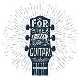 Vector нарисованный рукой силуэт fretboard гитары с литерностью внутрь иллюстрация штока