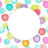 Vector рамка круга на безшовном цветочном узоре с цветками doodle Стоковые Фотографии RF