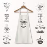 Vector реалистическая белая рисберма кухни хлопка с вешалкой одежд деревянной и цитаты о крупном плане пиццы установленном дальше иллюстрация штока
