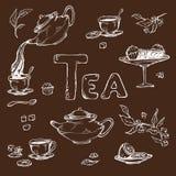 Vector эскиз против темной предпосылки деталей для церемонии чая Чайник и чашки, конфета, лимон на поддоннике Стоковое Изображение RF