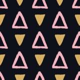 Vector abstract grunge naadloos patroon met roze en gouden driehoeken vector illustratie