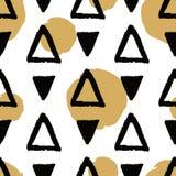 Vector abstract grunge naadloos patroon met zwarte driehoeken en gouden cirkels royalty-vrije illustratie