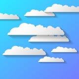 Vector abstracte die achtergrond uit Witboekwolken wordt samengesteld over blauw EPS10 royalty-vrije illustratie