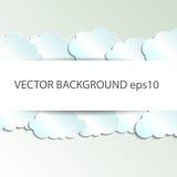 Vector abstracte die achtergrond uit Witboekwolken wordt samengesteld over blauw EPS10 Stock Afbeeldingen