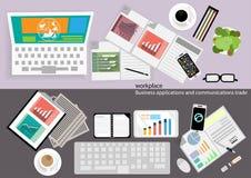 Vector aplicações empresariais do local de trabalho e comunicações com o papel comercial, originais, arquivos, penas, lápis, tele Foto de Stock Royalty Free