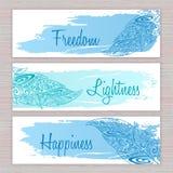 Vector bandeiras imprimíveis da hippie com as penas tiradas mão do zentangle com curso e etiquetas artísticos da escova Imagem de Stock Royalty Free