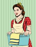 Vector bunte komische Pop-Arten-Artillustration einer schönen Hausfrau mit Korb der nassen Kleidung Lizenzfreie Stockfotos