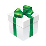 Vector a caixa de presente com ibbon verde de seda e curve-a Ilustração Stock