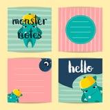Vector cartões de nota quadrados com os monstro bonitos dos desenhos animados no fundo das listras ilustração do vetor