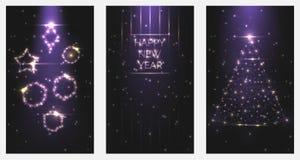 Vector de afficheuitnodigingen van het illustratie Gelukkige Nieuwjaar Reeks Kerstbomen en speelgoedkaders van helder licht van d royalty-vrije illustratie