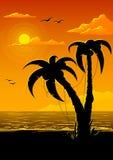Vector de zomerstrand met overzeese zon en palm Royalty-vrije Stock Afbeeldingen