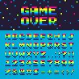 Vector der Raumregenbogen oldschool Gusszahlen des Alphabetes 3d digitales grafisches Spiel über Textillustration Lizenzfreie Stockfotos