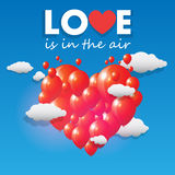 Vector die Ballone, die ein Herz bilden, das über den Himmel fliegt Lizenzfreies Stockfoto