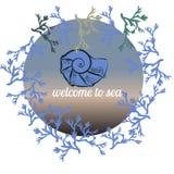 Vector die gezeichnete Schablone des Sommers Hand, die auf blauen Ozeanfarben mit handgemalter Muschel, Seekoralle, Kreisrahmen g Lizenzfreies Stockfoto