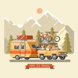 Vector el coche del viaje con el remolque, el portador de equipaje superior y las bicicletas Bicis de montaña y ciclistas Fotos de archivo libres de regalías