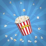 Vector el cubo de las palomitas con palomitas del vuelo en fondo azul de arte pop Fotos de archivo libres de regalías
