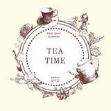 Vector el diseño de tarjeta con el ejemplo dibujado mano del té Fondo que entinta decorativo con bosquejo del té del vintage Fotos de archivo libres de regalías