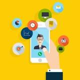 Vector el diseño plano creativo moderno a mano que sostiene el teléfono móvil Imágenes de archivo libres de regalías