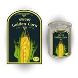 Vector el ejemplo de la lata con una etiqueta para el maíz dulce conservado con la imagen de tres mazorcas de maíz realistas y de Imagenes de archivo
