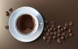 Vector el ejemplo de un estilo realista de la taza del café con leche con un platillo y los granos de café, visión superior, aisl Imagen de archivo libre de regalías