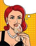 Vector el ejemplo en el estilo cómico del arte de la mujer bonita que bebe un alcohol Imagenes de archivo
