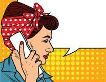Vector el ejemplo en el estilo cómico del arte de la mujer bonita que habla por el teléfono Foto de archivo