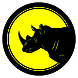 Vector el emblema redondo del ejemplo con el movimiento grueso negro con negro de la cabeza del rinoceronte en el centro del círc Fotografía de archivo libre de regalías