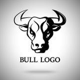 Vector el logotipo, simbolice, etiquete la plantilla con la cabeza blanco y negro de Bull Imagenes de archivo