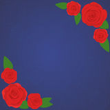 Vector el marco de rosas rojas hermosas en fondo azul marino de la pendiente con la silueta azul transparente de las rosas Foto de archivo