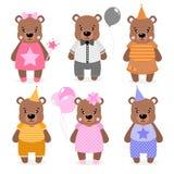 Vector el oso, las muchachas y a los muchachos felices lindos vestido en diversa ropa Impresión de Scrapbooking Felicite la tarje ilustración del vector
